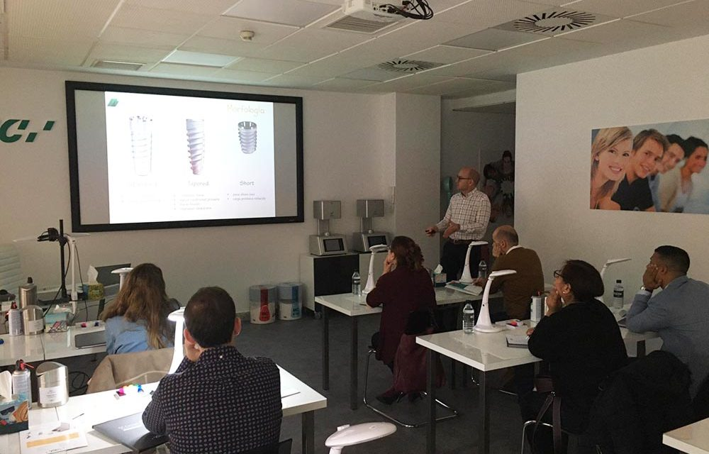 Curso de implantes dentales en el GC Europe Campus de Madrid