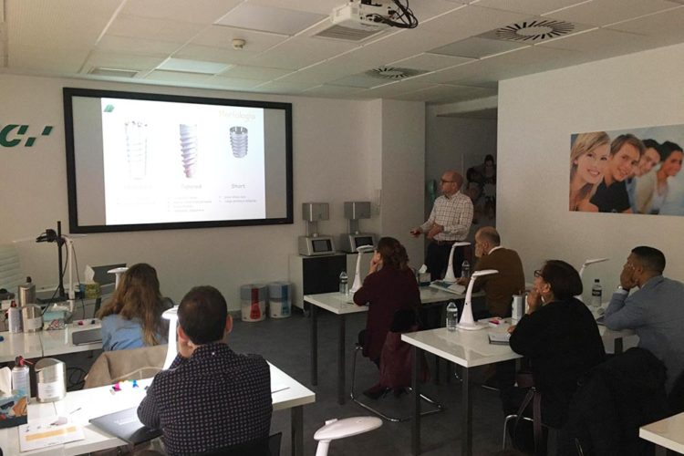 Curso de implantes dentales en el GC Europe Campus de Madrid