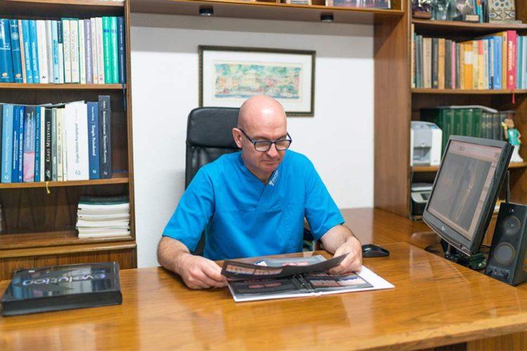 El Dr. Iglesia Puig, revisor de una de las revistas más prestigiosas sobre implantología